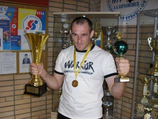 Алексей Олейник травмировался, бой с Джаредом Рошолтом отменён