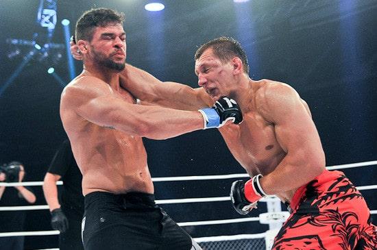 Вячеслав Василевский победил Чарльза Андраде единогласным решением судей