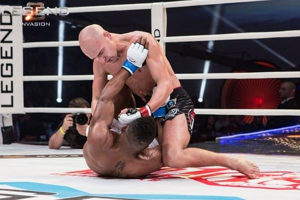 Александр Яковлев победил Пола Дейли решением судей