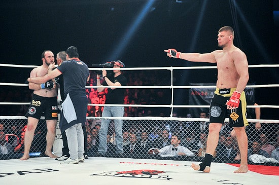 Денис Смолдарев победил Ибрагима Ибрагимова техническим нокаутом в первом раунде