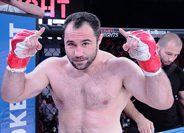 Константин Ерохин в 1-м раунде нокаутировал Дейва Хукабу